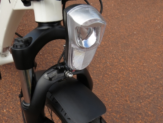 The front LED headlight is powered by the main e-bike battery.