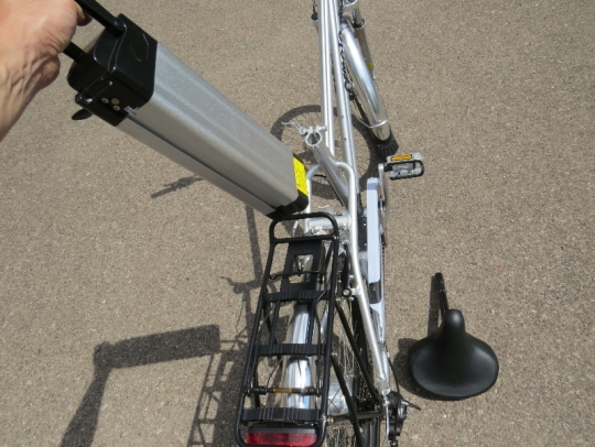 Cemoto-city-commuter-battery-removal