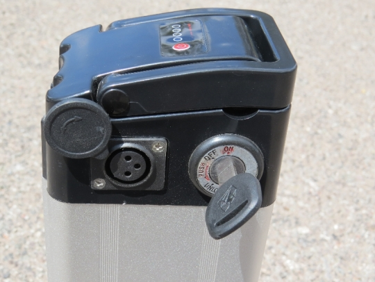 Cemoto-city-commuter-side-battery