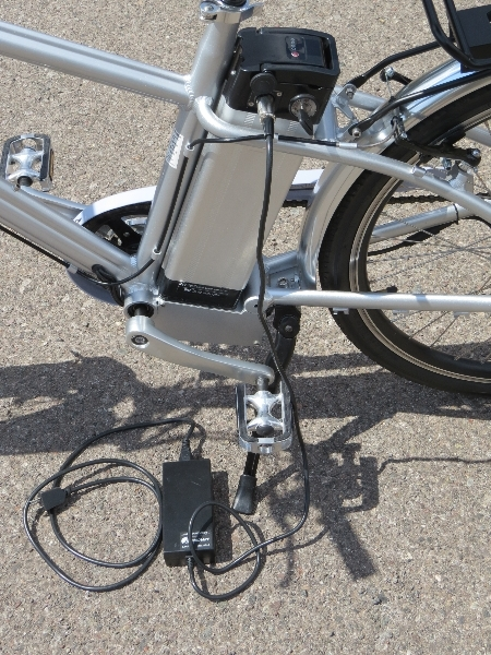 Cemoto-city-commuter-battery-charged