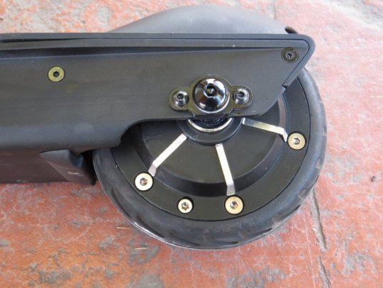 ercoreco-m3-electric-scooter-rear-wheel-motor