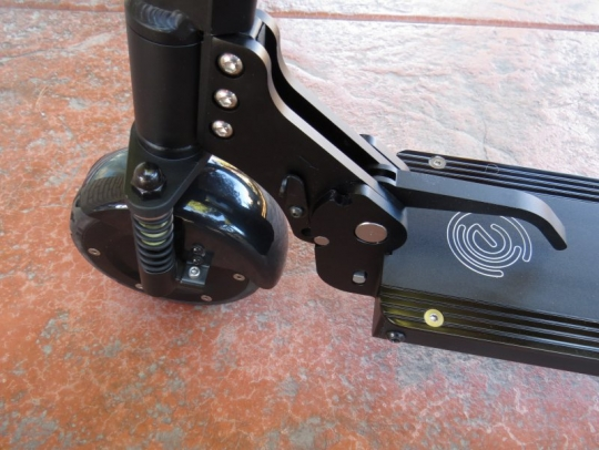 ecoreco-m3-electric-scooter-wheel-lever