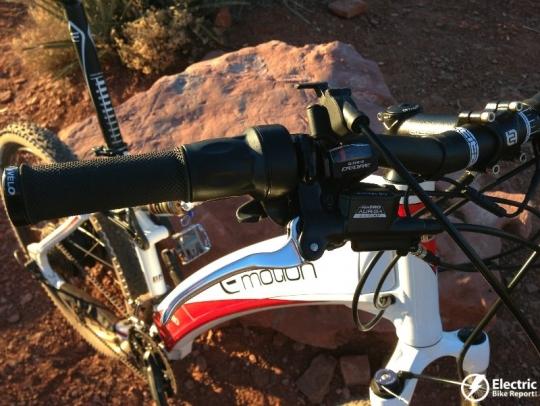 emotion-neo-jumper-throttle-and-suspension-fork-lockout-lever