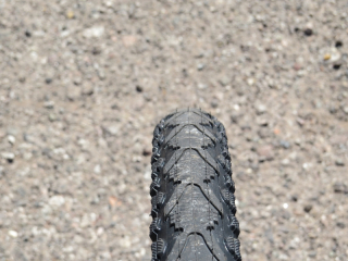 The tread of the Kenda Khan tires offers a mostly city tread in the middle with some side knobs for some light off road riding.