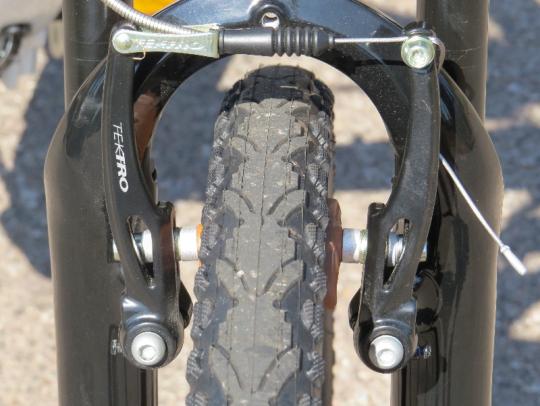 The Tektro v-brakes provide a healthy amount of stopping power
