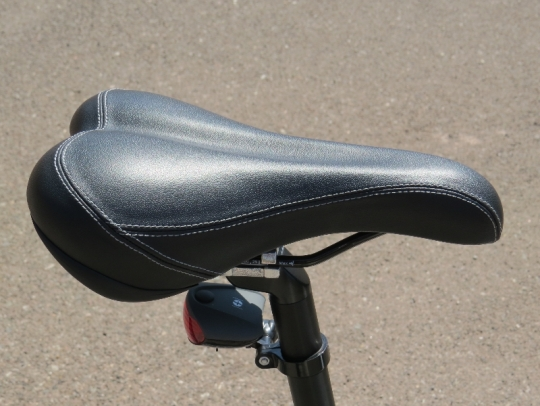 This is the D2 saddle that comes on the F4W Peak