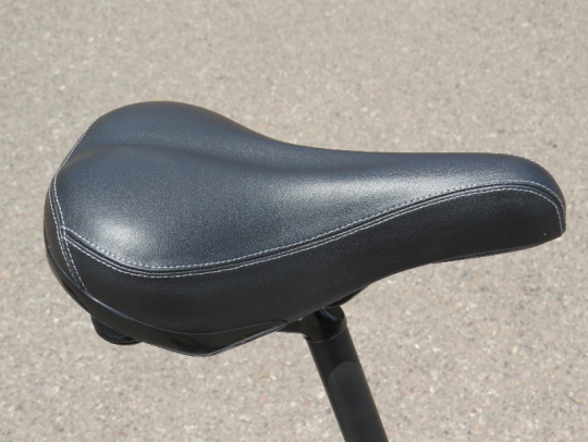 The saddle on the F4W Ride is a typical city commuter style saddle.