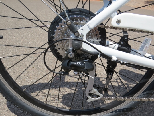 The Ride is equipped with a Shimano Alivio rear derailleur and an 8 speed cogset which provides a good range of gearing.