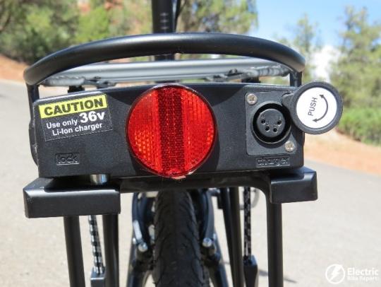 izip-e3-compact-electric-bike-battery-charging-port