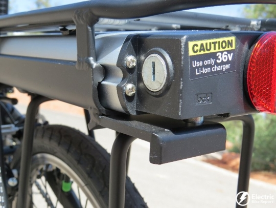 izip-e3-compact-electric-bike-battery-lock