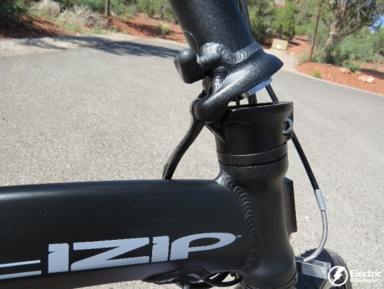 izip-e3-compact-electric-bike-fold-handlebar-mast