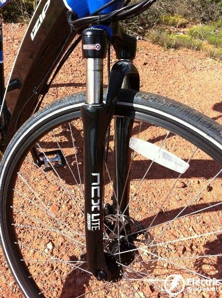 the-sr-suntour-ncx-suspension-fork-izip-ultra-electric-bike
