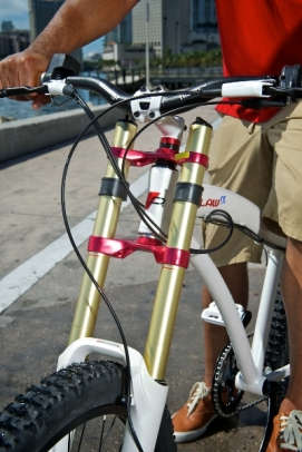 prodeco-outlaw-se-electric-bike-front-suspension-fork