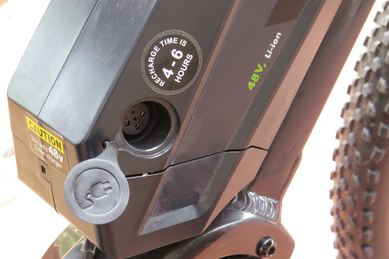 izip-peak-battery-charge-port