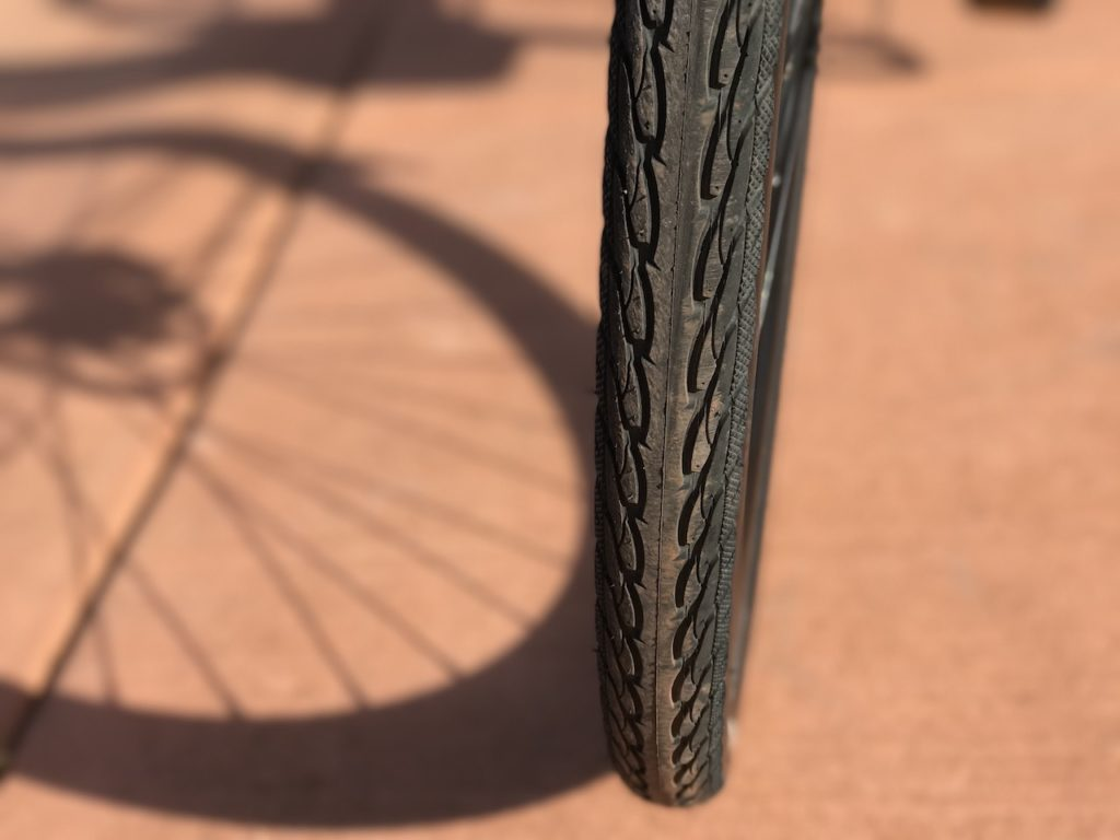 raleigh-misceo-ie-sport-electric-bike-tire