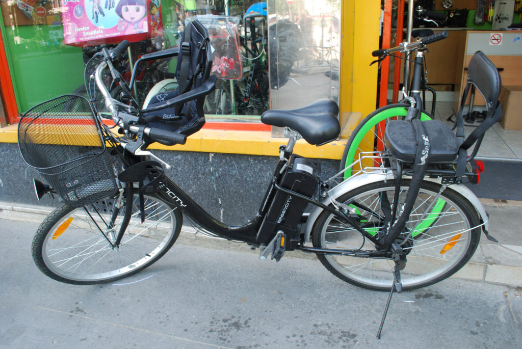 electric-bikes-are-a-common-sight-in-paris