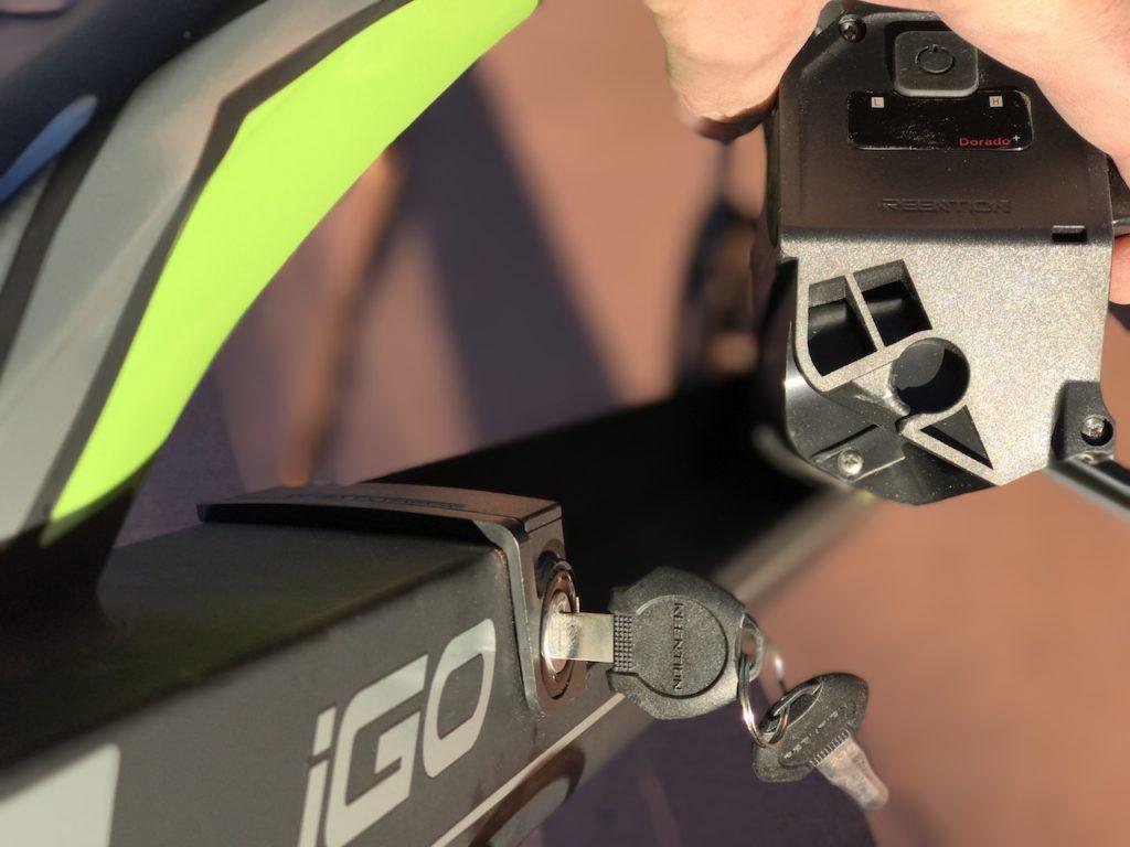 igo-m29r-electric-mountain-bike-battery-removal