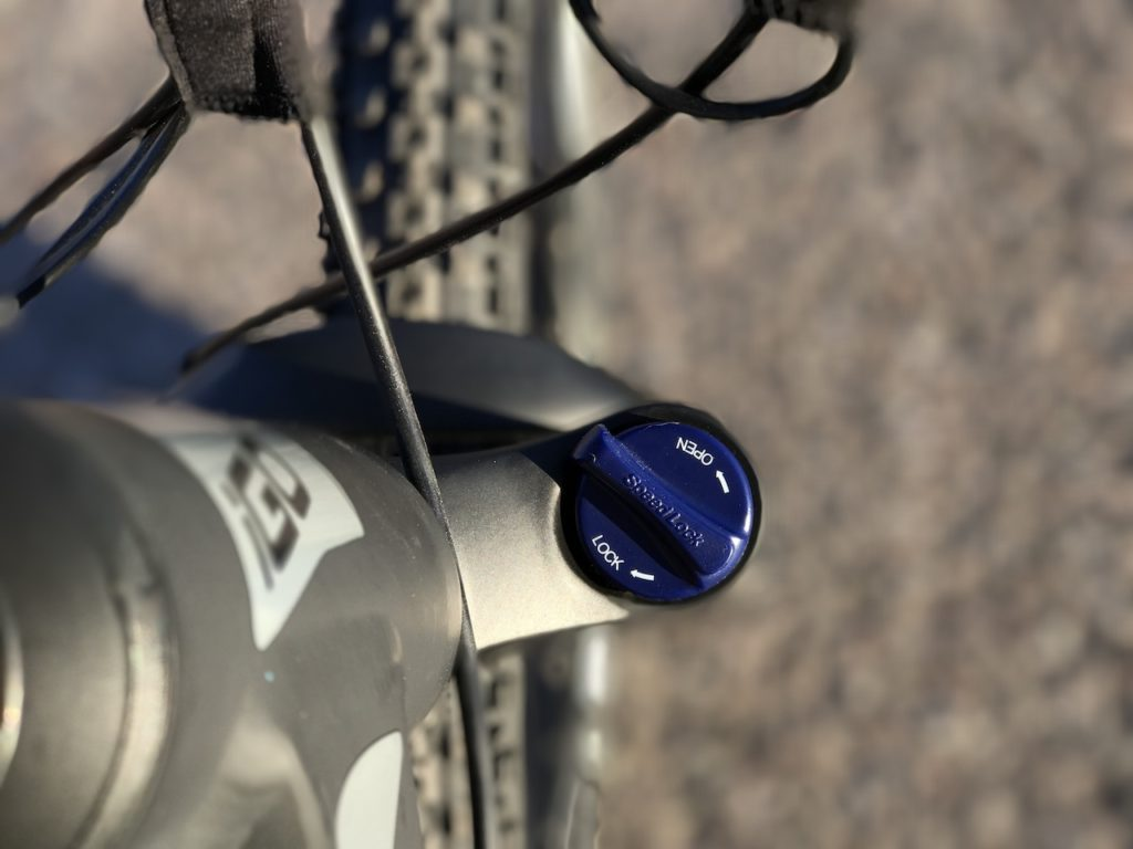 igo-m29r-electric-mountain-bike-fork-lockout