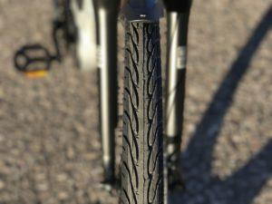 izip-e3-dash-electric-bike-tire-tread