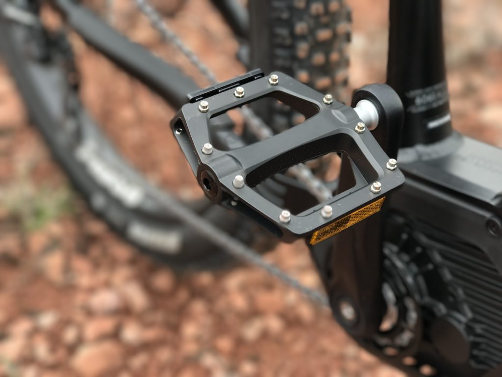 izip-e3-peak-electric-mountain-bike-pedal