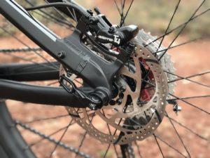 izip-e3-peak-electric-mountain-bike-rear-disc-brake