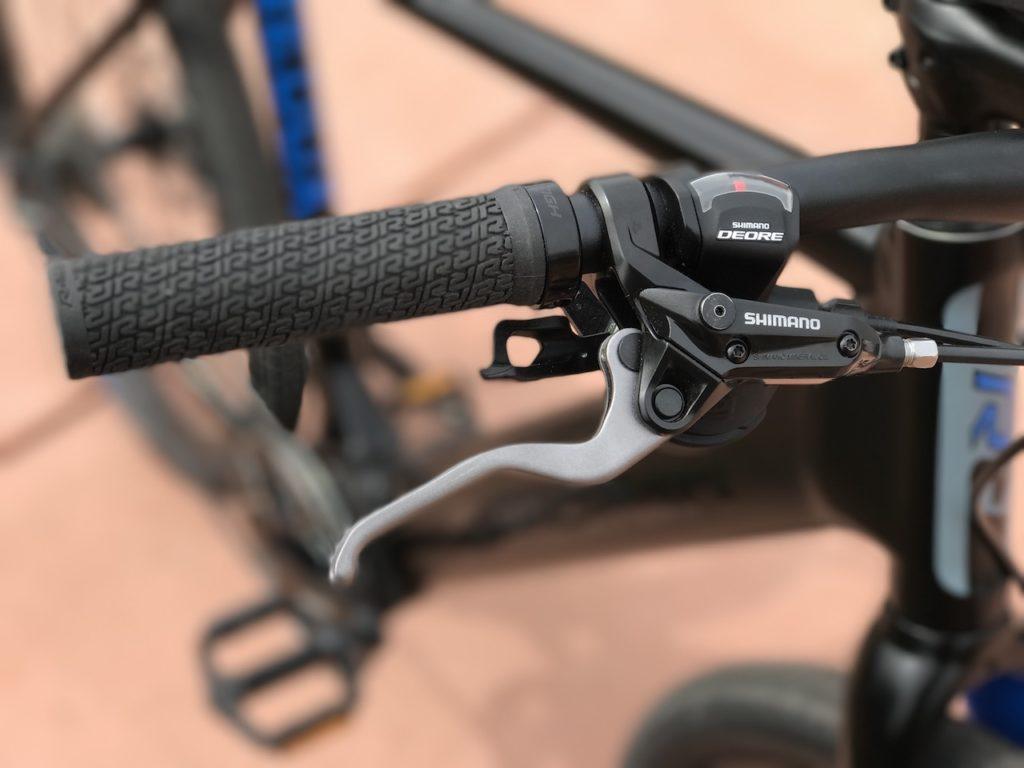 Raleigh Redux iE electric bike shimano brake lever
