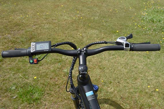 Cockpit-view-eskute-voyager-electric-bike-review