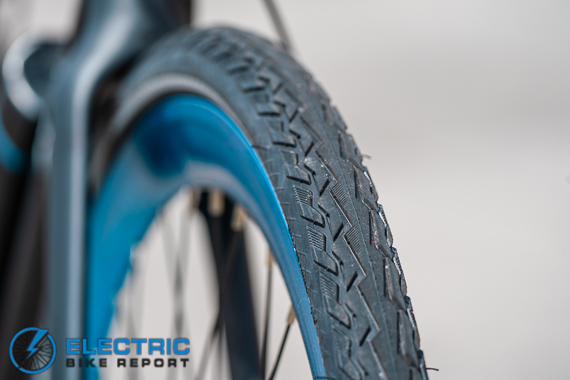 Propella V4 - CST Tire Tread
