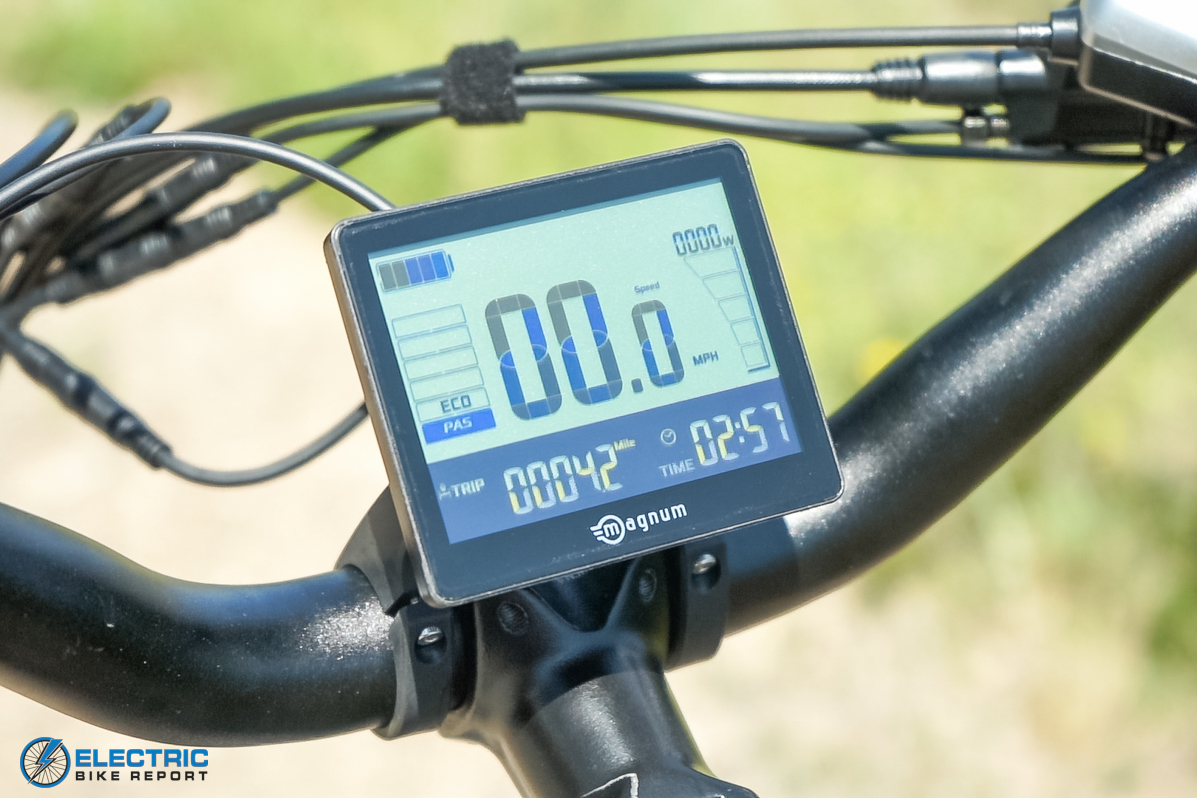 Magnum Nomad Review LCD Display