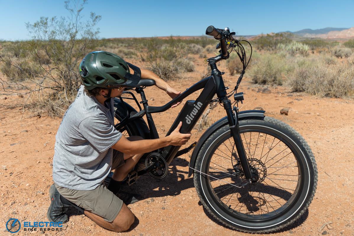 סקירת אופניים לצמיגי שומנים מבית Dirwin Seeker הסרת סוללה