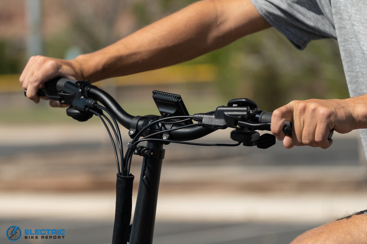 Espin Nesta Review Rider Pulling Brake Levers