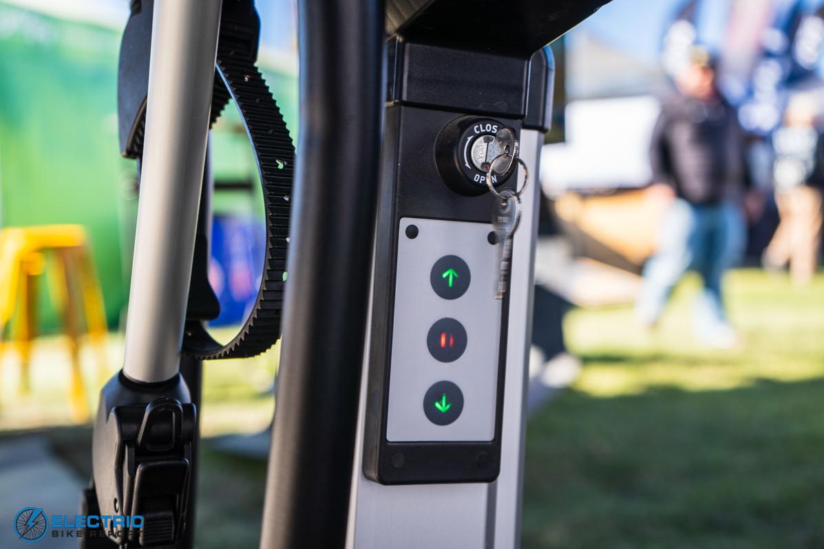 Saris Door County Hydraulic Bike Rack review - buttons